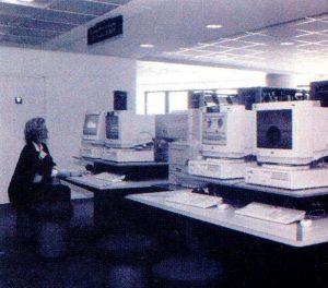 iim 1996 salle informatique 300x264 - L'IIM, première école de l'Internet et du Multimédia !
