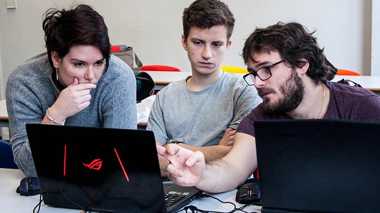 une maelle - Maëlle, promo 2014, intervenante à l'IIM et co-fondatrice d'un studio de jeu vidéo