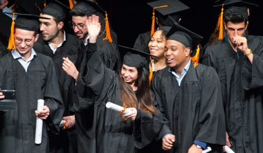une remise diplomes 380x222 - Remise des diplômes : la promo 2017 de l'IIM, l'école du digital