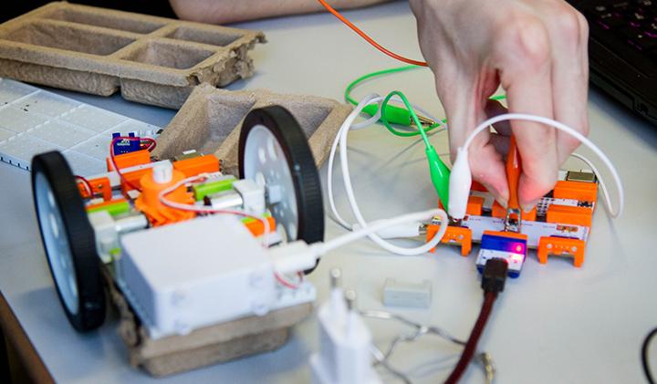 voiture electrique little bits - Objets connectés : une initiation avec les LittleBits en année préparatoire à l'IIM