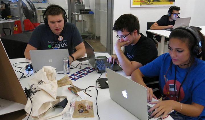 5 hackathon Back2hack2 - Miriam, promo 2019, Microsoft Student Partner et spécialiste Hololens