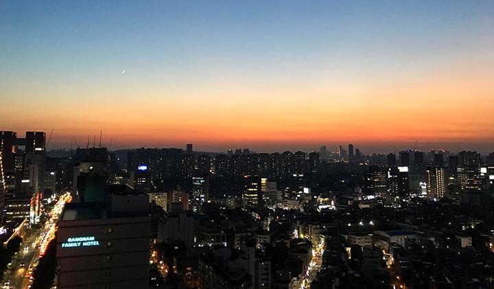 Sunset Rooftop Seoul - Étudier en Corée : Sébastien, promo 2019, en échange à Kyonggi University