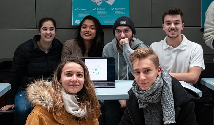 groupe 3 bloomher bap IIM - Bloomher, la plateforme d'e-learning pour femmes, fait appel à l'expertise des étudiants de l'IIM.
