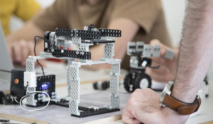 Educabot iim robotique - Réaliser une chaîne de production robotisée avec l'association Educabot