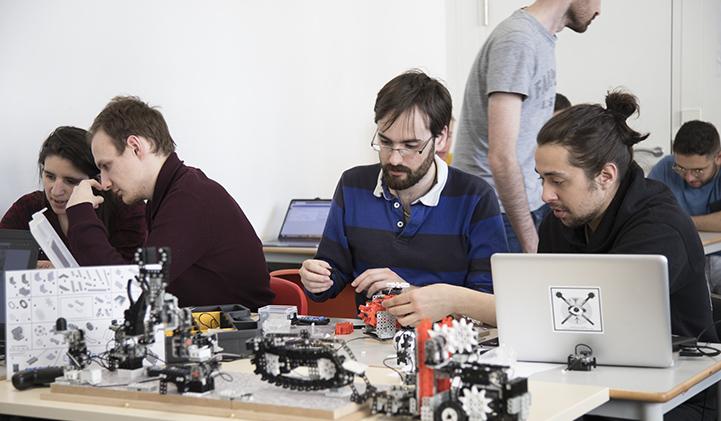 IIM educabot robotique electif - Réaliser une chaîne de production robotisée avec l'association Educabot