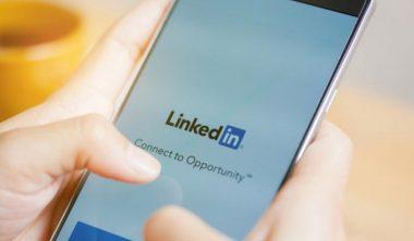reseaux sociaux recrutement iim 380x222 - Trouver du travail grâce aux réseaux sociaux, comment ça marche ?