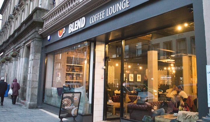 edouard dundee ecosse cafe iim - Edouard, promo 2022, en échange universitaire à L'University of Abertay Dundee en Écosse