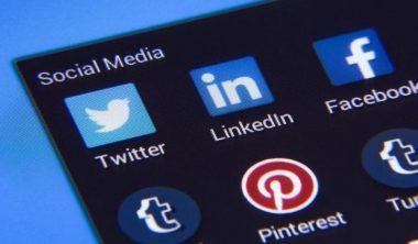 reseaux sociaux actu 380x222 - La moitié de la planète est sur les réseaux sociaux