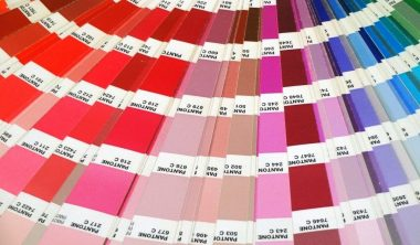couleur pantone 2021 graphisme design 380x222 - Pantone dévoile les couleurs phares de l'année 2021 : Ultimate Gray & Illuminating